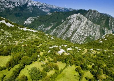 A Nagy Paklenica völgy pereme, szemben az Orlov-csúcs