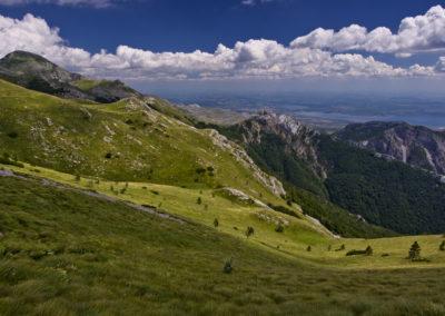 A kép bal szélén a szent hegy