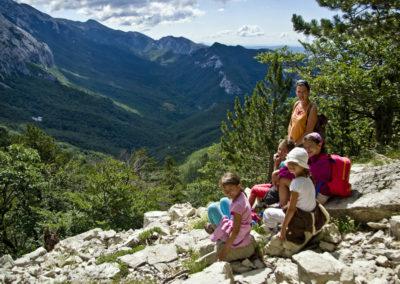 Elhagyva a Strazbenica hágót feltárul a Velika Paklenica völgy felső szakasza, National park Paklenica, Velebit, Croatia