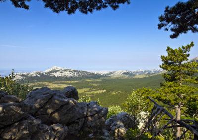 Strazbenica – a Veliko Rujno fennsík, szemben a Bojinac csúcsa, National park Paklenica, Velebit, Croatia