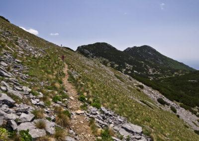 Az út Babin csúcs oldalában vezet, National park Paklenica, Velebit, Croatia