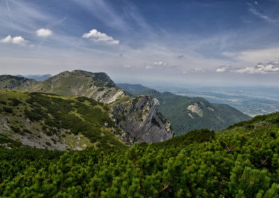 Jól látszik a kőzet gyűrődése a Vaganski csúcs északi oldalán, National park Paklenica, Velebit, Croatia