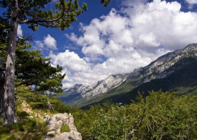 A Velika Paklenica völgy a Martinovo mirilo nyergéből