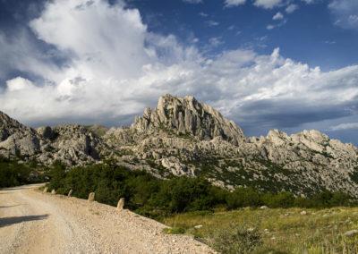 A Tulove grede sziklája, közel a hágóhoz