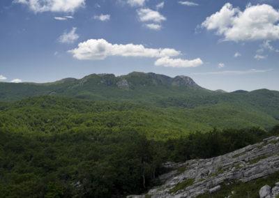 Túlvagyunk a mászás sziklás szakaszán, de a csúcs még messze, National park Paklenica, Velebit, Croatia