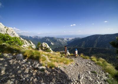 Lefelé a Bulmja-hágóról, alattunk a Velika Paklenica völgy, National park Paklenica, Velebit, Croatia