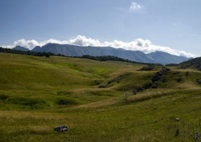 A Čemerno falu fölötti fennsík, szemben a Volujak, Zelengora, Bosznia-Hercegovina