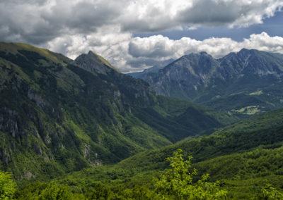 Jabuka-völgy, szemben a Volujak gerince, Zelengora, Bosznia-Hercegovina