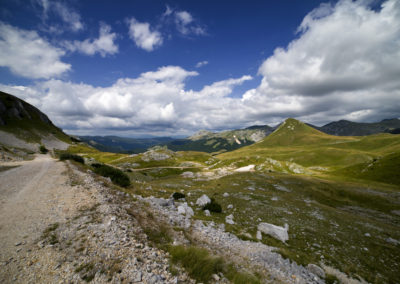 Lefelé az R434-es úton, az Orlovačko-tó felé, Zelengora, Sutjeska National Park, Bosznia-Hercegovina