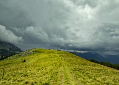 A Prijevor-nyereg és a gyülekező esőfelhők, Maglic, Sutjeska National Park, Bosznia-Hercegovina
