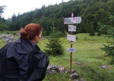 A park jól táblázott, a távolságokhoz rendelt idők kissé sportosak, Maglic, Sutjeska National Park, Bosznia-Hercegovina