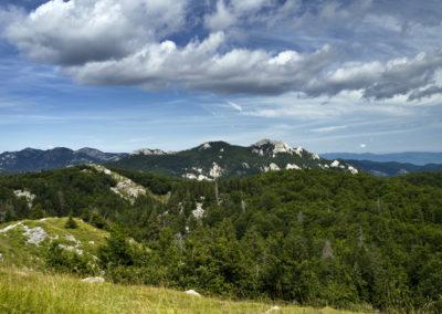 A Veliki Kozjak csúcs a Mali Golić tetejéről, Sjeverni Velebit National Park