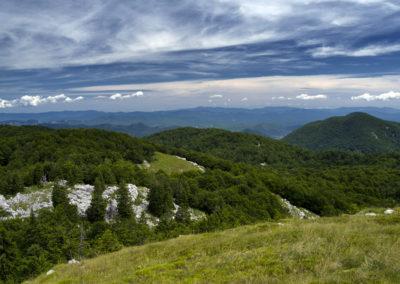 A jobb oldali Javornik alól indultunk, ez már a Mali Golić!, Sjeverni Velebit National Park