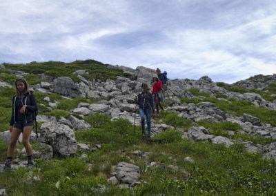 A csapat elhagyja a Mali Golić búbját, Sjeverni Velebit National Park