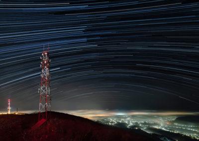 Ködös Pécs a Tubesről, csillagív, startrails, Mecsek, Hungary