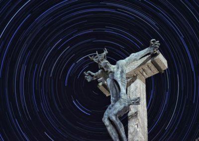 Feszület csillagívvel a Havihegyen