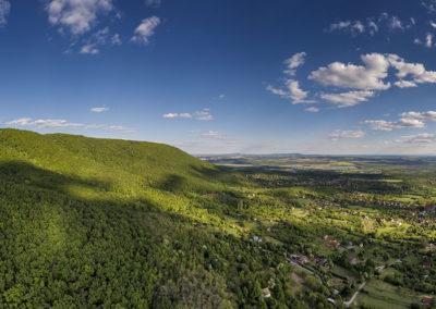 A Jakab-hegy déli lejtője Cserkúttal és Kővágószőlőssel