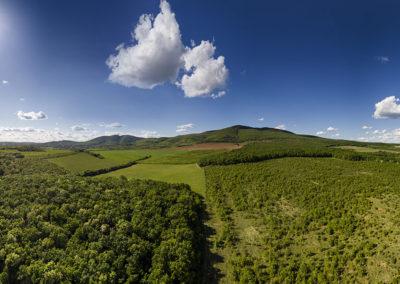 Zengőalja – középen a Hármas-hegy és a Zengő