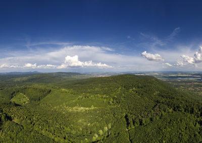 A Jakab-hegy északi oldalának erdeje és a baranyai táj