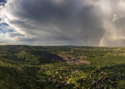 Zápor utáni panorámakép Pécs keleti részéről