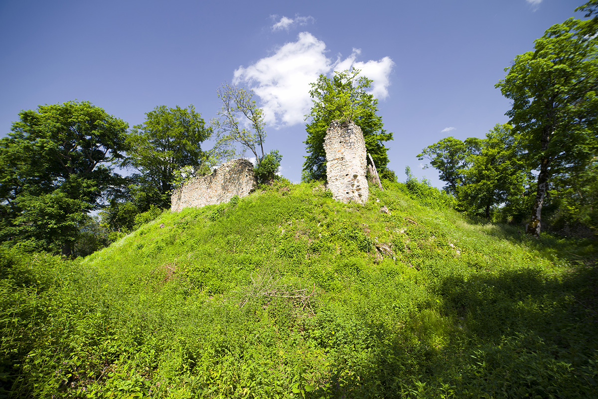 Kamengrad romjai némi csalánnal