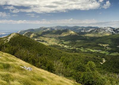 Baške Oštarije a Sladovačko brdo tetejéről