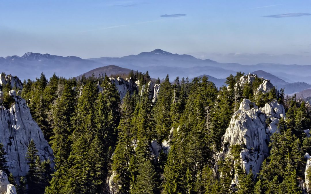 Fehér sziklák a Velika Kapela-hegységben